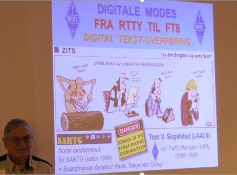 Tom V. Segalstad (LA4LN) foredrar om digitale modes. Foto: Jan Helge Larsen, LA3PK.